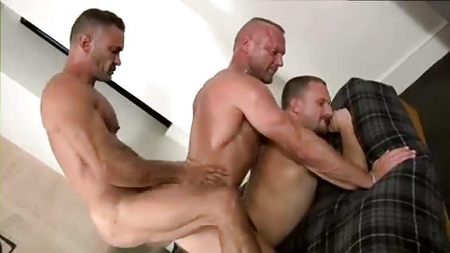 Threeway gay chain fuck