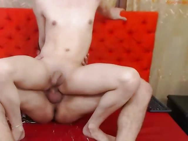 sex vor der cam sperma schluckerin