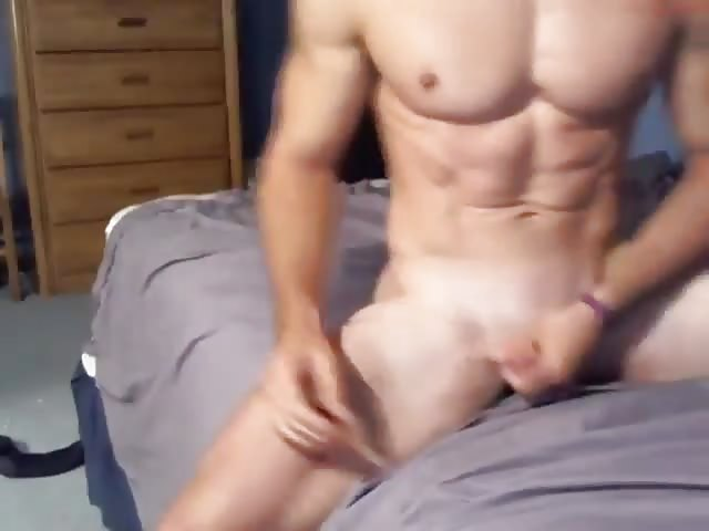 Kerl hilft Teen masturbieren