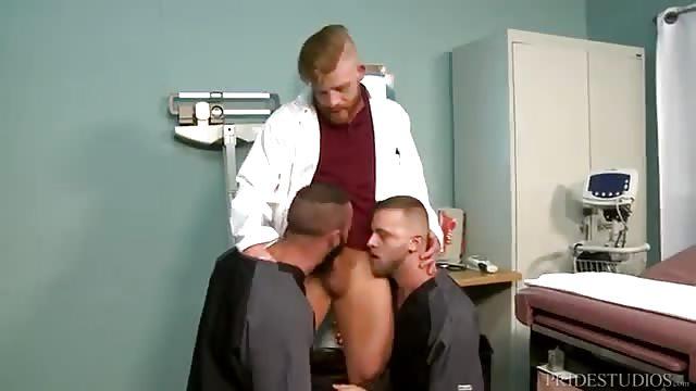 Der Arzt fickt den Patienten