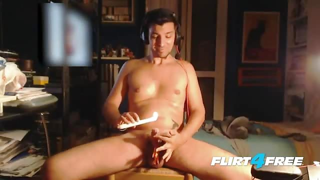 Kinky Dude Getting Himself Cum